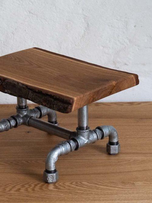 Kleiner Tisch aus Rohren